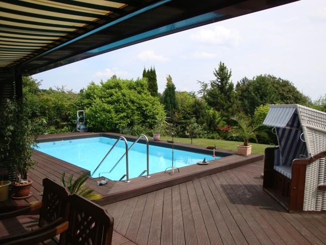 treppenanlage-für-den-pool-sicher-bequem-rutschfest-schwimmbad