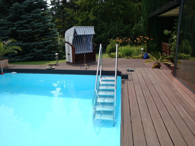 treppenanlage-für-den-pool-sicher-bequem-rutschfest-schwimmbadbau