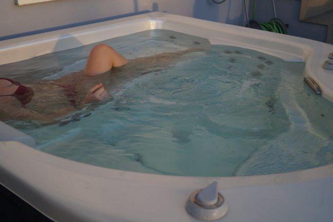 außen-whirlpool-portable-spa-urlaub