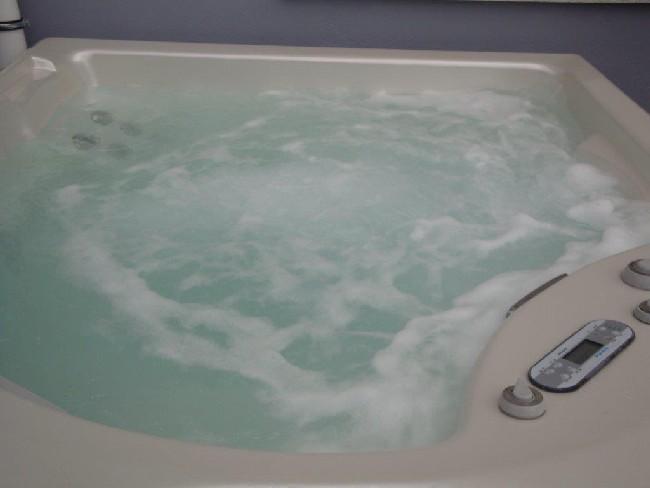 außen-whirlpool-zum-anschauen-blubbern-2