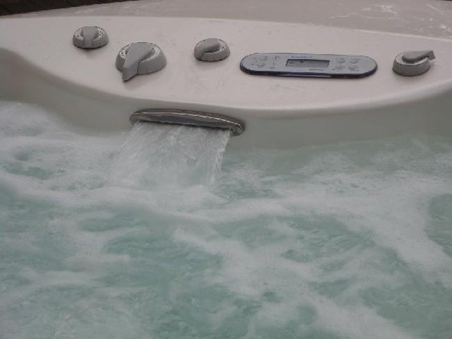 außen-whirlpool-zum-anschauen-blubbern-3